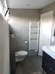 Chateau-Cazalères-luxe-badkamer-met-inloopdouche-3 tn
